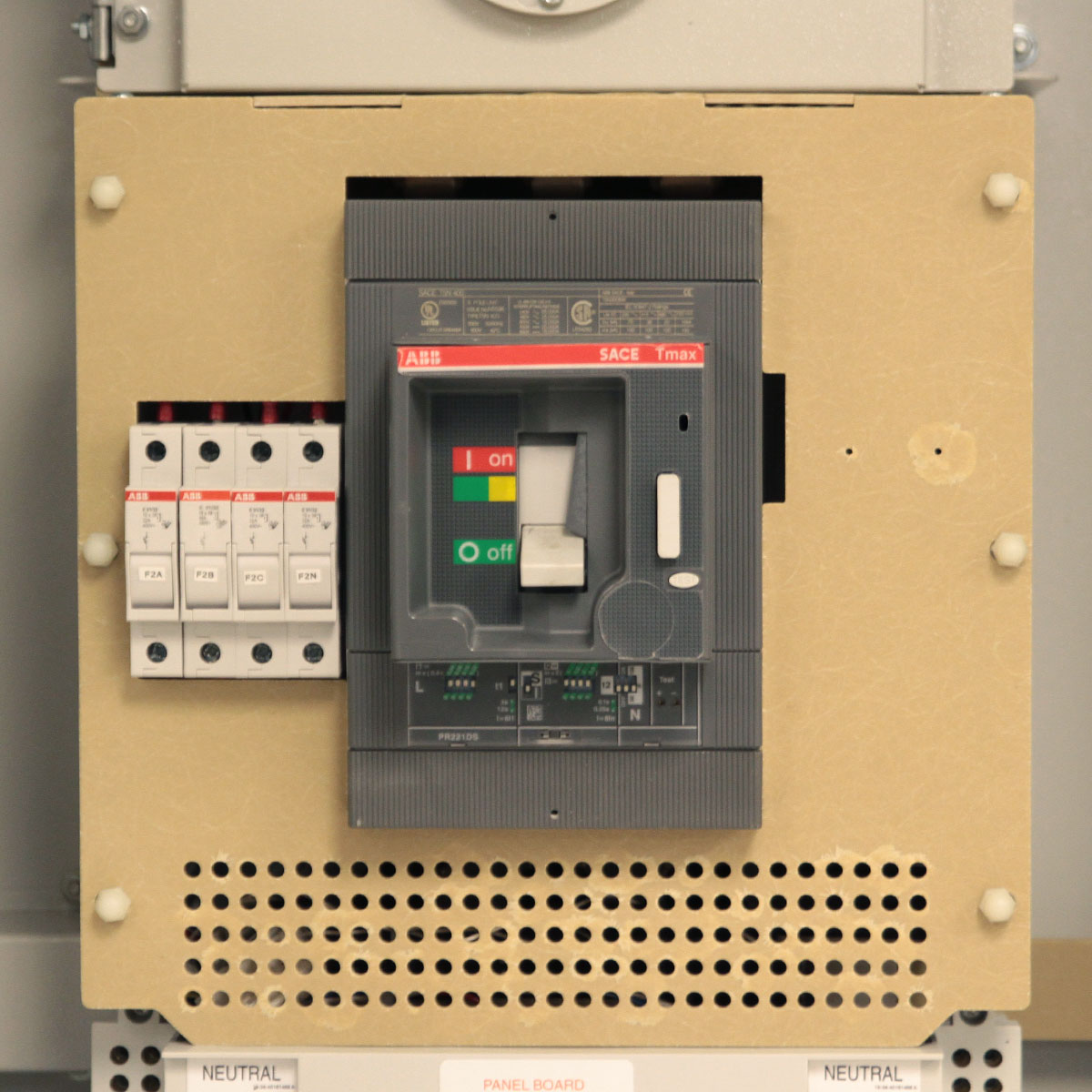 LayerZero Series 70: eRPP-SL1 Main Circuit Breaker.